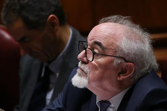 Costa anuncia taxa para penalizar empresas que abusem da contratação a prazo