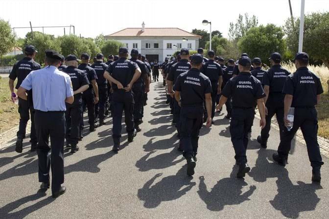 Sindicato das chefias dos guardas prisionais diz que novo horário é legal