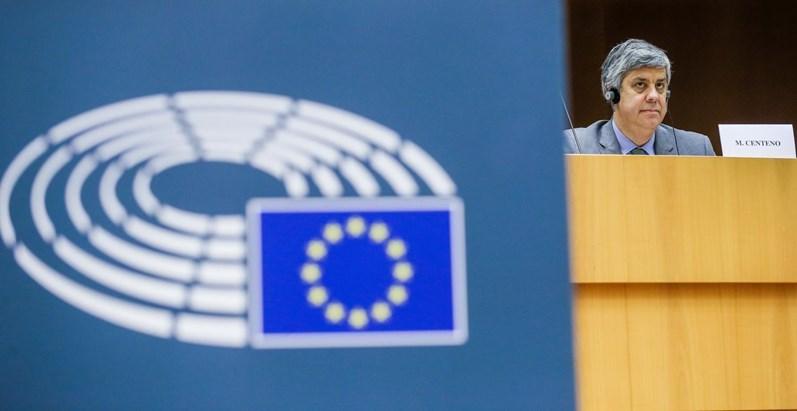 Bruxelas pede