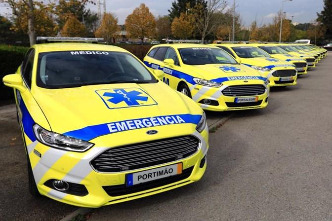 Há 14 ambulâncias do INEM paradas devido à nova cor