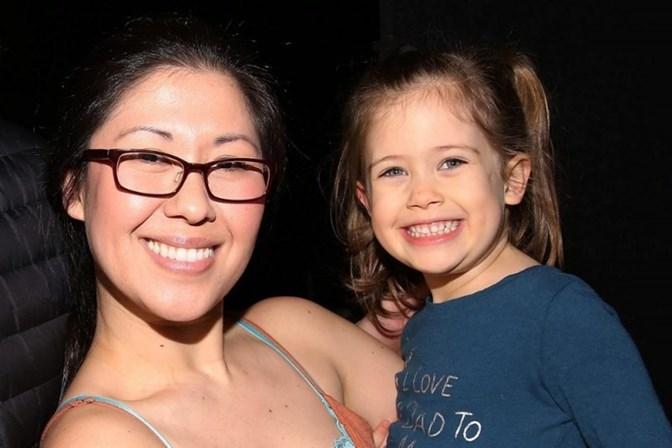 Atriz grávida tem acidente e filha de quatro anos morre