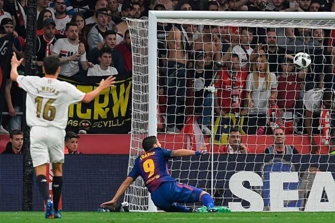 Sergio Ramos ganha camisa usada por Iniesta no último El Clássico