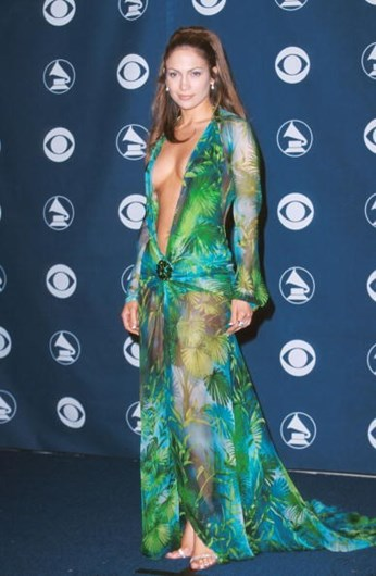 43b2eaccad05 A evolução dos vestidos transparentes - Fotografias - SÁBADO