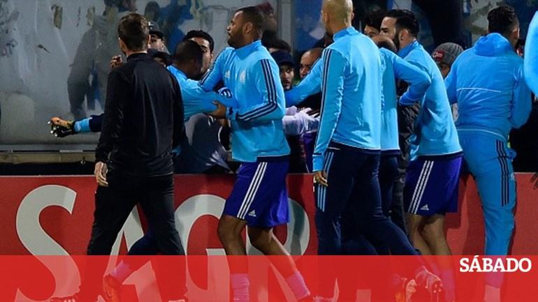 Evra quebra o silêncio depois de perder a cabeça em Guimarães - Desporto -  SÁBADO 52a1927c3ed23