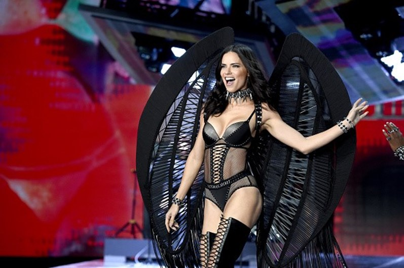 """Anjos"" da Victoria's Secret desfilaram na China"