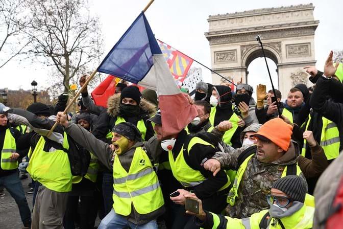"""Perto de 2.000 """"coletes amarelos"""" identificados nos protestos ... 0042d17b2f84e"""