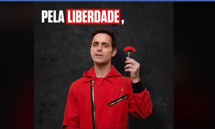 Ator daLa Casa de Papel canta Grândola, Vila Morena