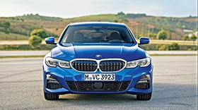 BMW 330i: Como todas as berlinas deviam ser