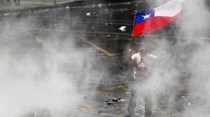 Manifestantes cercam Congresso do Chile